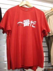 これNoosa LongboardオリジナルTシャツ。「一」の下にちゃんと店のロゴが入ってます。