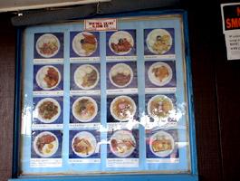 メニューは豊富、これはほんの一部、ロコモコとサイミン(ハワイ風ラーメン)でも4ドルぐらい