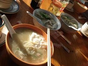 朝食でよくたのんだ麺と水餃子